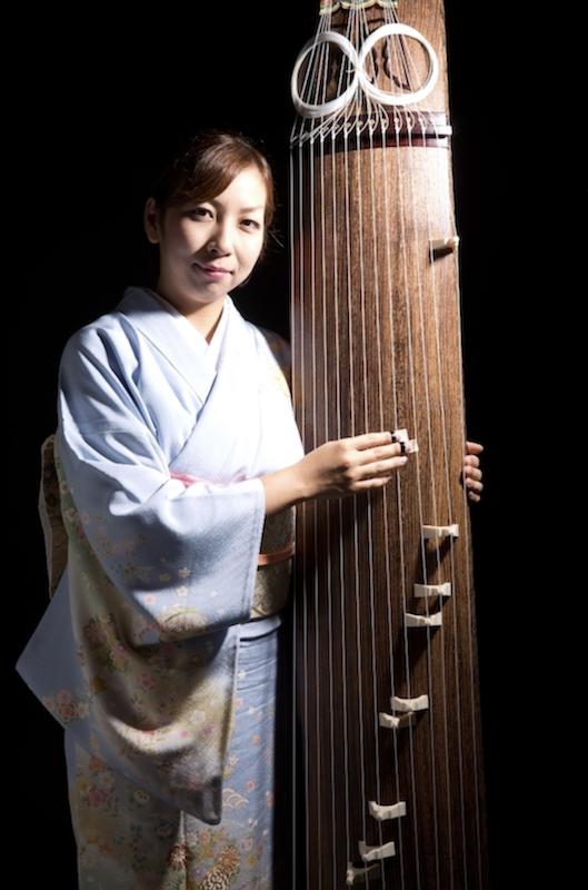 箏演奏:鈴木麻衣さん